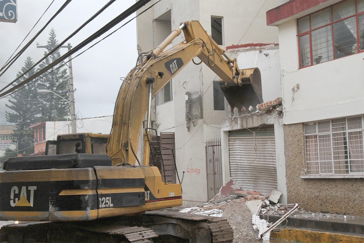 Complejas labores de demolición, limpieza y remoción de escombros en los municipios del istmo oaxaqueño