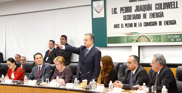 Fotografía del Secretario de Energía, Pedro Joaquín Coldwell ante el pleno de la Comisión de Energía.