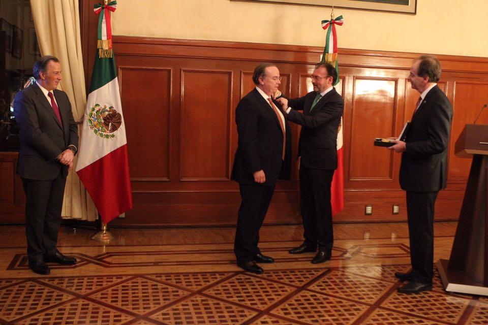 El Director General de HSBC Holdings, Stuart Gulliver, recibe la Condecoración de la Orden Mexicana del Águila Azteca