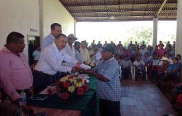 Delegado de SAGARPA entrega apoyos a Productores de la Región Costa Chica