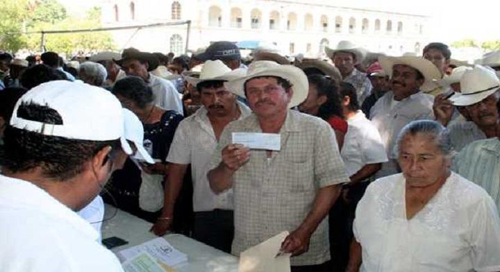 Productores de Morelos recibiendo apoyo de SAGARPA