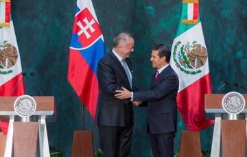 El Presidente Enrique Peña Nieto, y homólogo Andrej Kiska, Presidente de la República Eslovaca, encabezaron una reunión con sus respectivas comitivas en el Palacio Nacional.