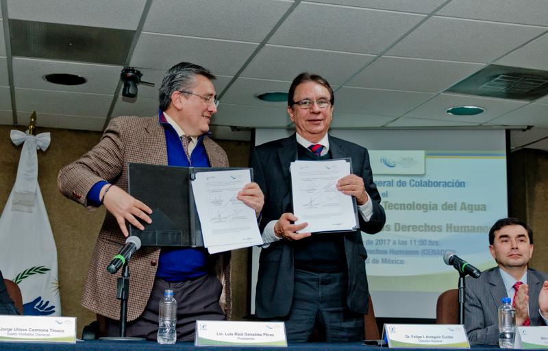 doctor Luis Raúl González Pérez, presidente de la CNDH y el doctor Felipe I. Arreguín Cortés, director general del IMTA.