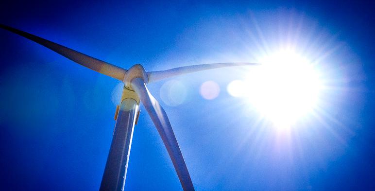 Sol y aerogenerador