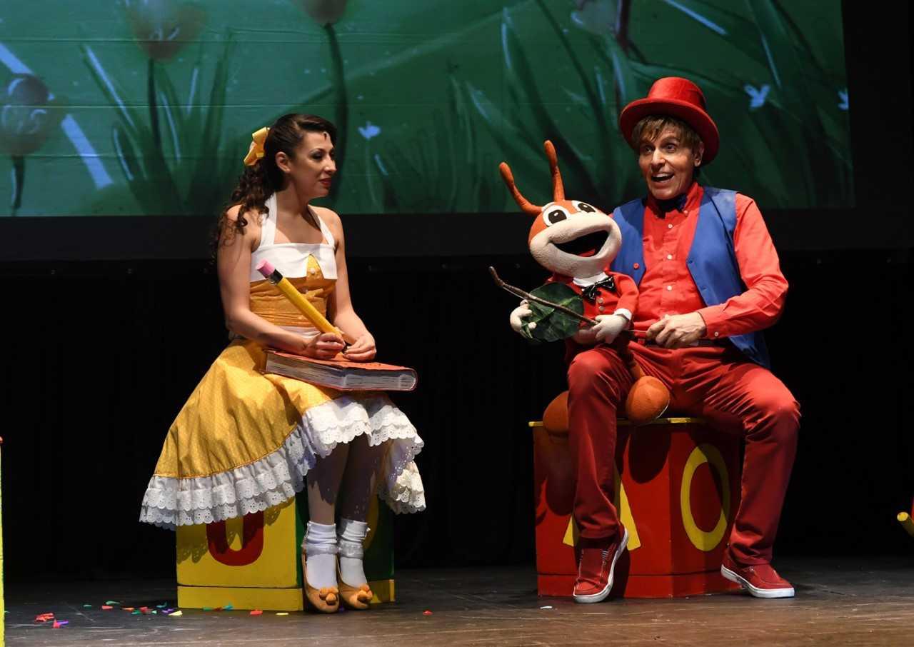 Música, canto y baile son los ingredientes principales de este espectáculo, un viaje por la música y sueños de Francisco Gabilondo Soler Cri-Crí .