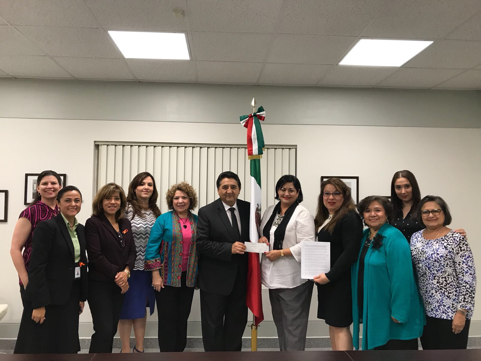 El consulado de México en McAllen celebra acuerdo con Hispanic Women's Network of Texas