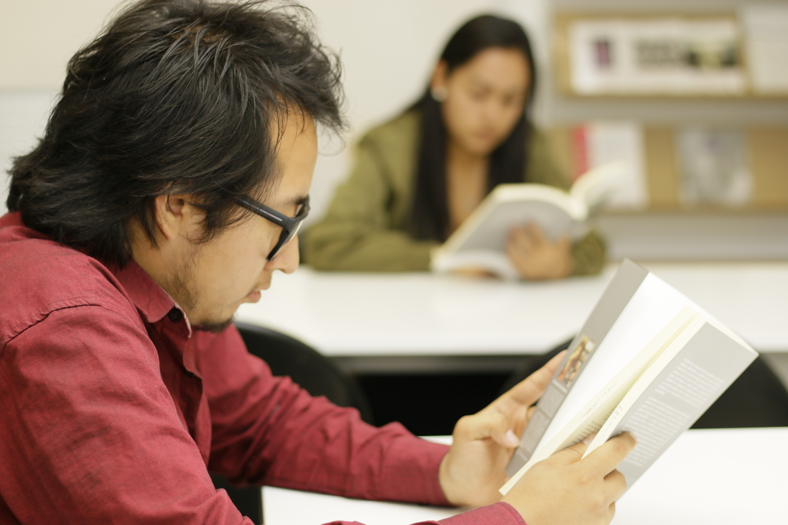 Las y los ganadores de la convocatoria podrán ganar vales para adquirir libros en el FCE, un diploma  y un bono económico desde los $6,000.00 hasta $10,000.00.