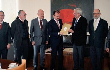 Foreign Secretary Luis Videgaray Receives Universal Charter of Human Duties and Responsibilities