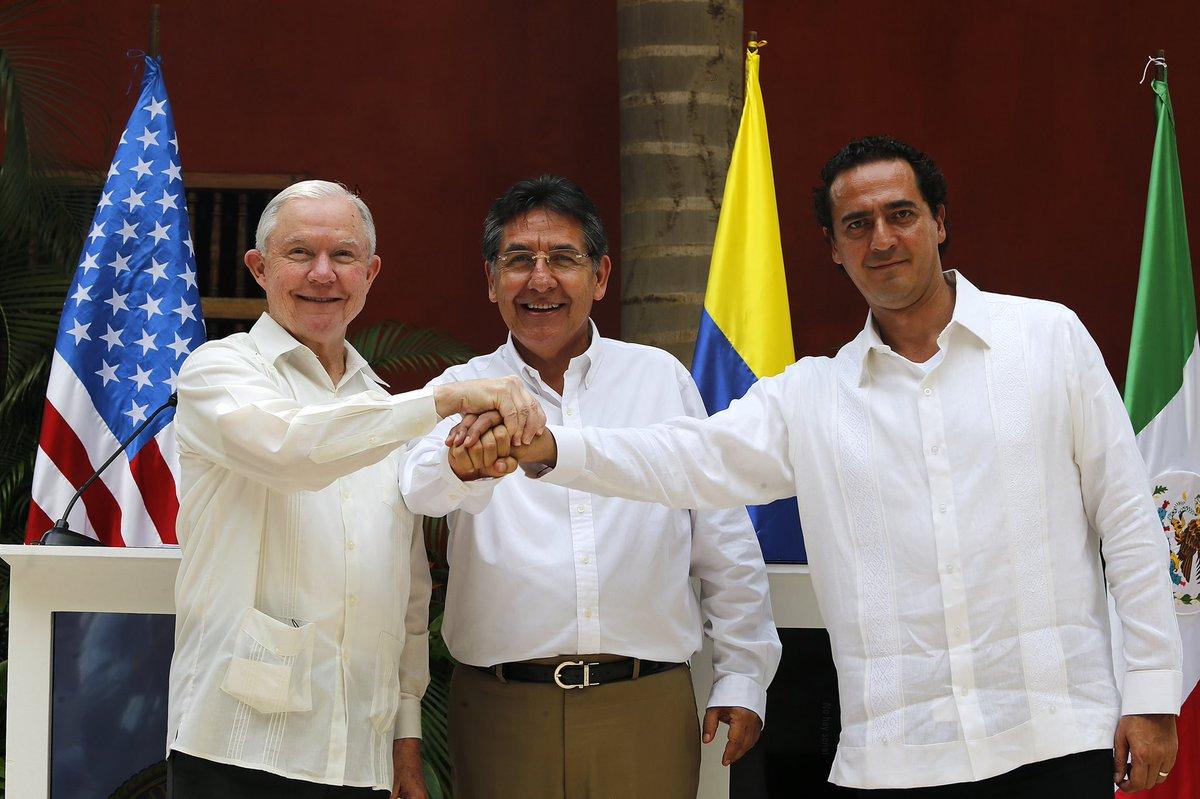 el Fiscal General de la Nación de  Colombia, Néstor Humberto Martínez; el Procurador General de los EUA, Jefferson Sessions; y el Subprocurador Jurídico y de Asuntos Internacionales, en suplencia del Procurador General de la República de México