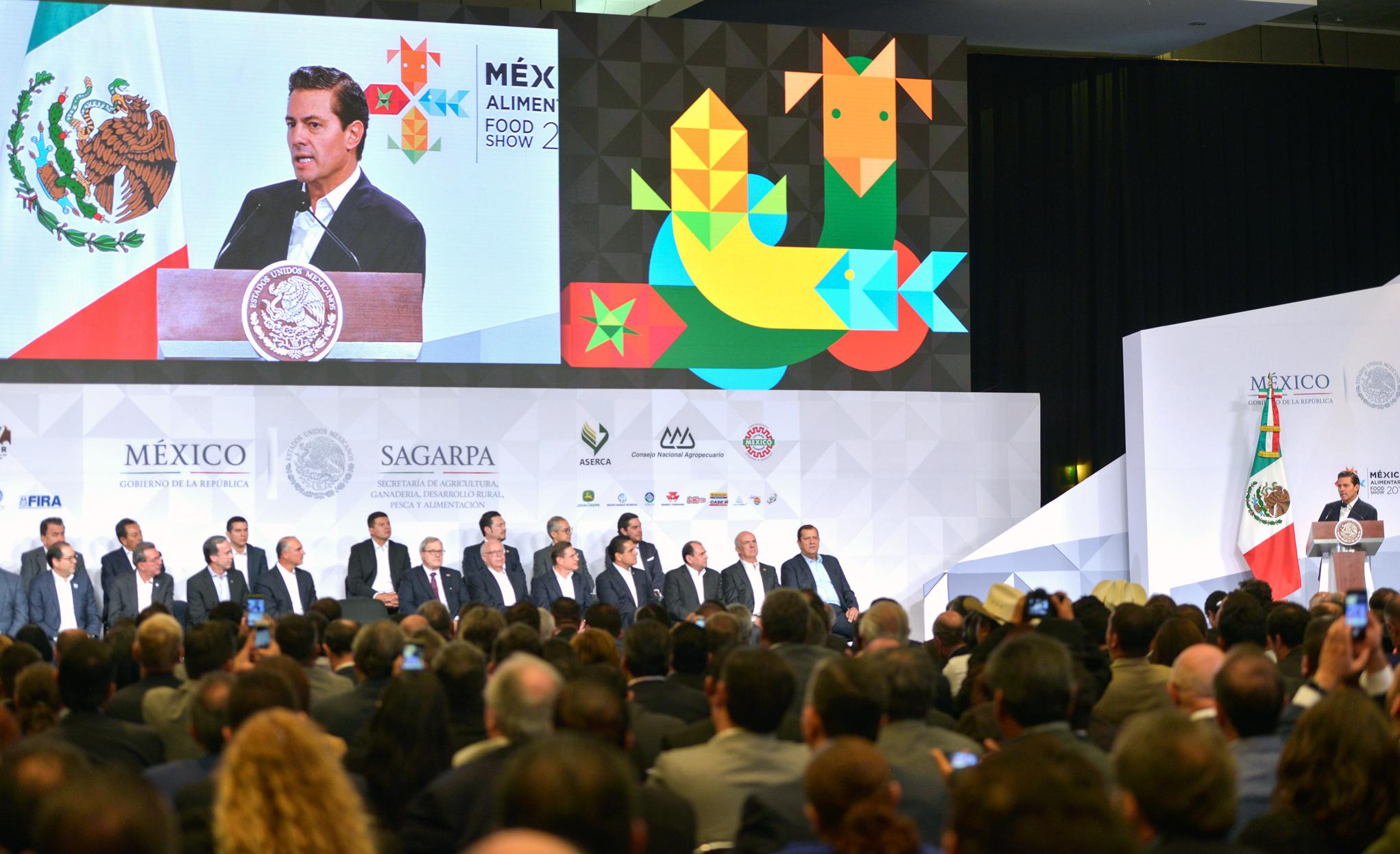 """El Primer Mandatario señaló que la Expo Alimentaria """"apenas llega a su segunda edición y ya se ha convertido en el evento en su género más importante de América Latina""""."""