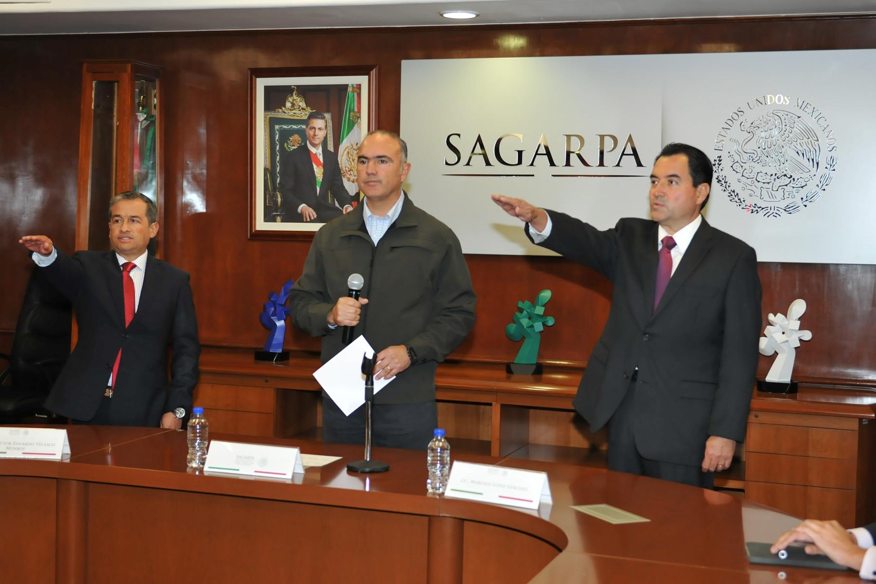 Toman protesta a nuevos funcionarios de la SAGARPA