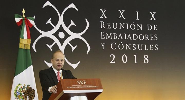 El Director General de Banobras, Alfredo Vara Alonso, durante su participación en la Reunión de Embajadores y Cónsules 2018