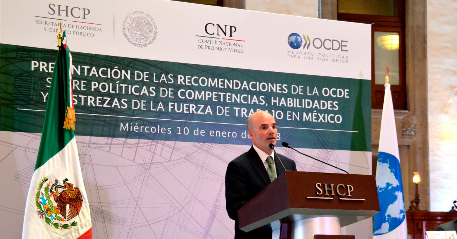 El secretario de Hacienda, José Antonio González Anaya, recibió por parte del secretario general de la OCDE, José Ángel Gurría Treviño, las recomendaciones sobre Políticas de Competencias, Habilidades y Destrezas de la Fuerza de Trabajo en México.