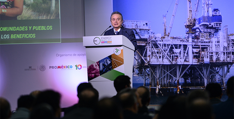 Secretario de Energía emitiendo su discurso desde el prodiúm en el Energy México 2018.