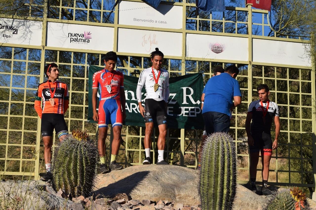 Gerardo Ulloa en lo más alto de podio; obtuvo su boleto a JCC Barranquilla 2018