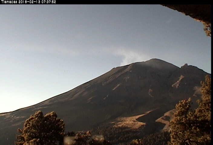En las últimas 24 horas, por medio de los sistemas de monitoreo del volcán Popocatépetl, se identificaron 72 exhalaciones de baja intensidad, acompañadas de vapor de agua, gas y ceniza, así como 2 explosiones y 3 VTs.