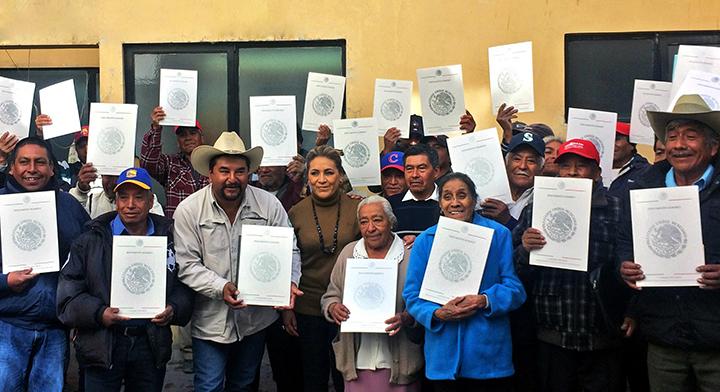 Entrega de documentos agrarios durante #JuevesAgrario en la Delegación del estado de Puebla.