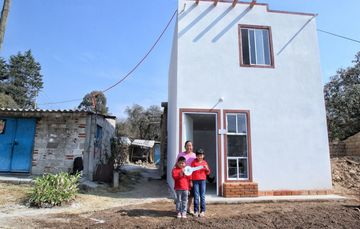 Entrega de acciones de vivienda para la reconstrucción en Tlaxcala.