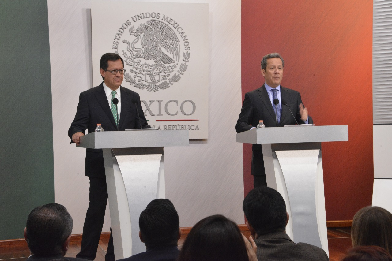 Srio. del Trabajo y Previsión Social, Roberto Campa Cifrián, en conferencia de prensa conjunta con el Vocero de la República, Eduardo Sánchez H.