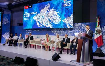 El Mandatario mexicano exhortó a todos para participar en la protección de océanos y mares.