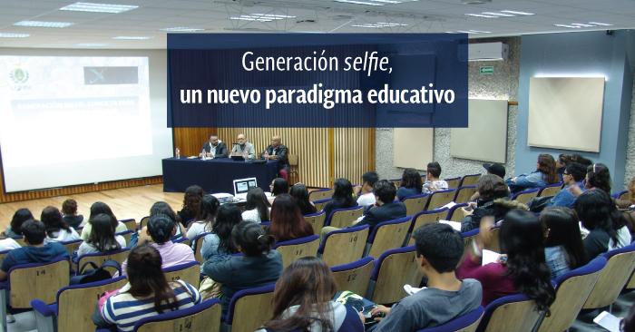 Docentes y estudiantes en el auditorio b de la UPN Ajusco.