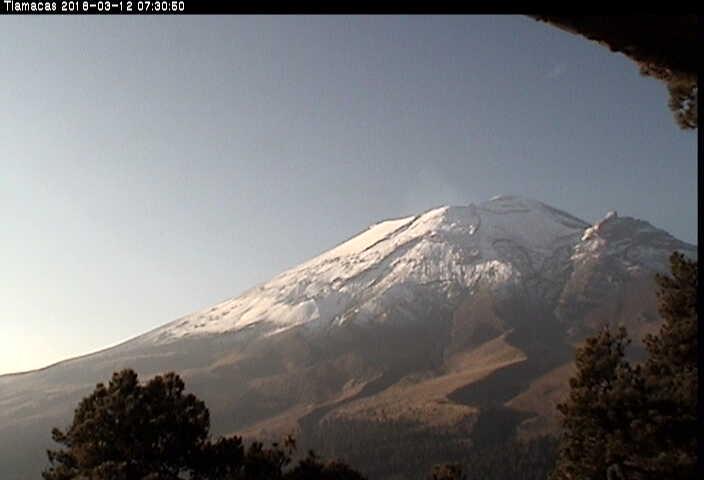 En las últimas 24 horas, por medio de los sistemas de monitoreo del volcán Popocatépetl, se identificaron 361 exhalaciones de baja intensidad acompañadas de vapor de agua y gas.
