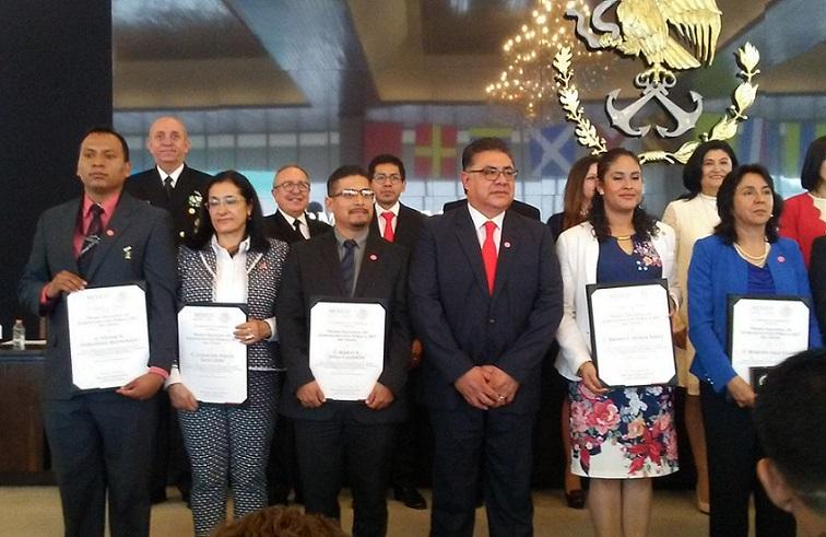 """Personal del CENAM recibió el Premio Nacional de Administración Pública 2017 al tercer lugar por el trabajo titulado """"Desarrollo de material de referencia de plaguicidas en aguacate para asegurar la calidad de exportación"""""""