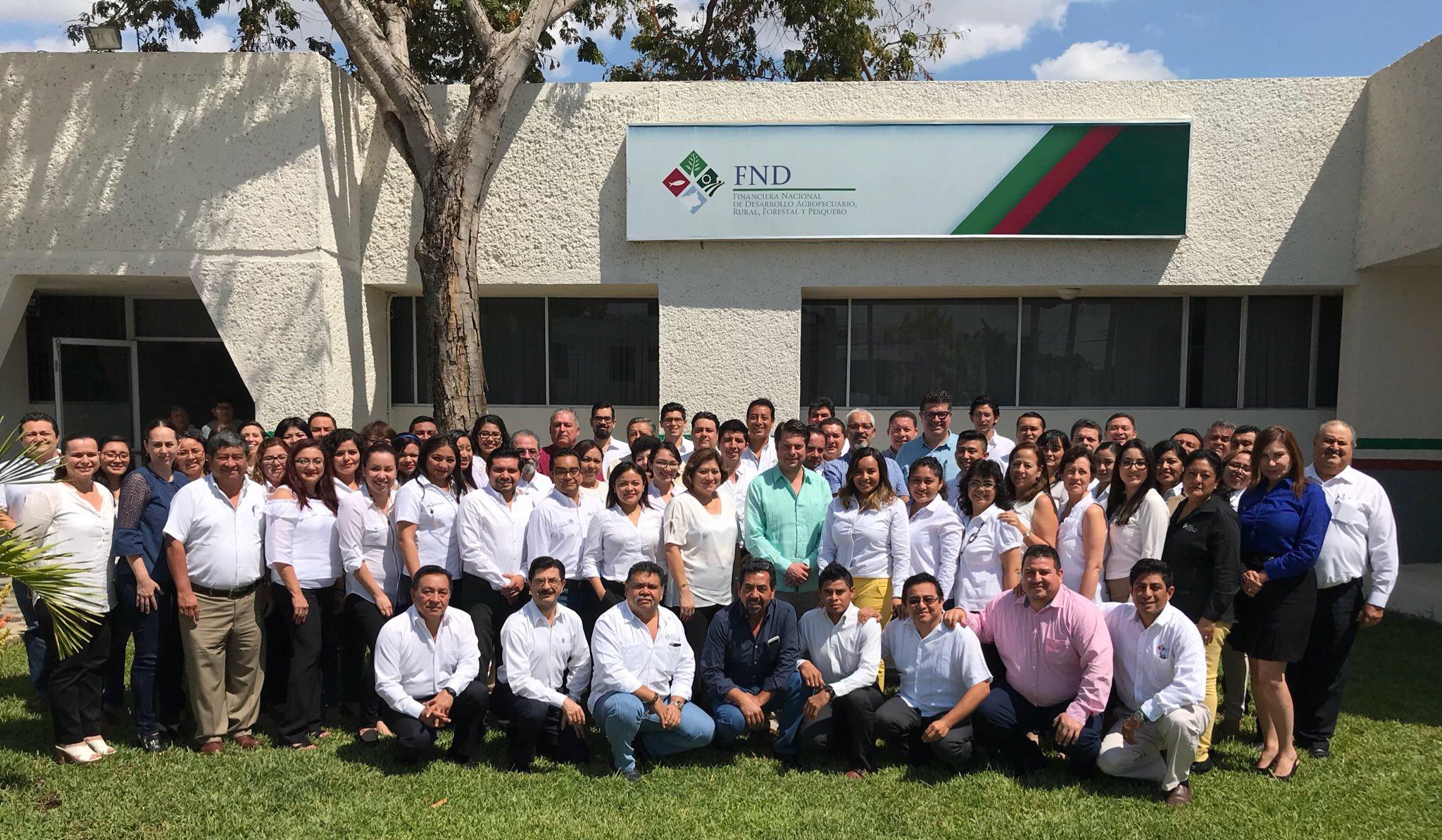 DG Enrique Martínez y Morales con la Coordinación Regional Sureste