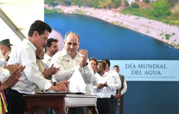 El Gobierno de la República ha realizado una inversión histórica de 48 mil 500 millones de pesos en la protección de poblaciones expuestas y vulnerables a las grandes lluvias y a los cauces de ríos.