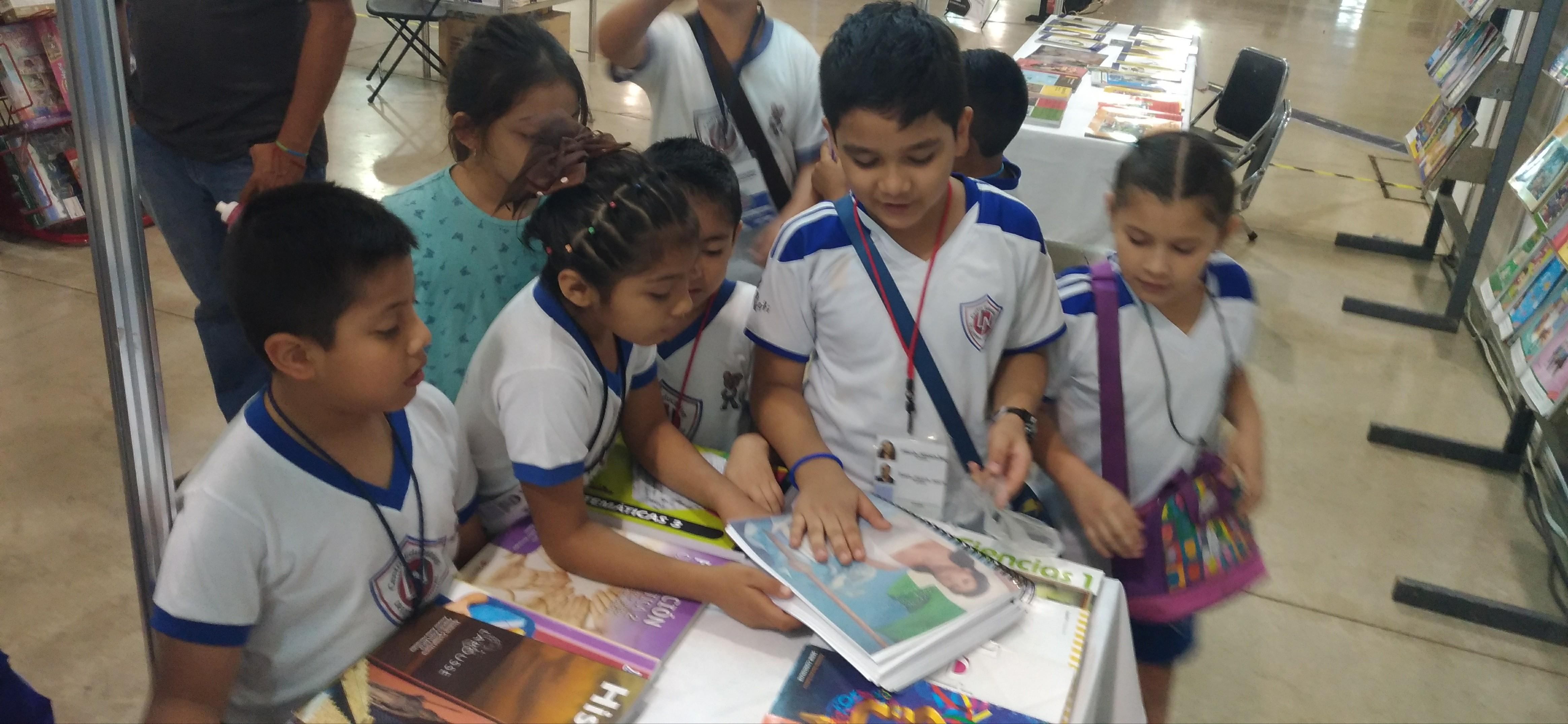 La Conaliteg se suma a los espacios culturales en las ferias de libros