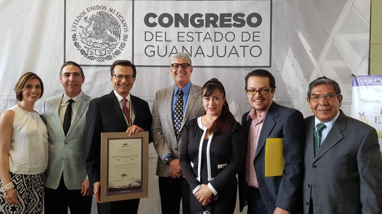"""El Dr. Roberto Tapia Conyer recibe el premio Estatal de Ciencias """"Alfredo Duges"""""""
