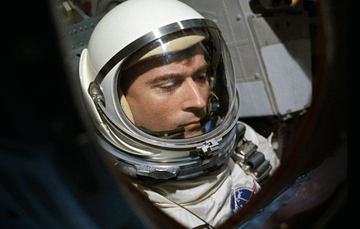 John W. Young, el noveno astronauta en pisar la Luna