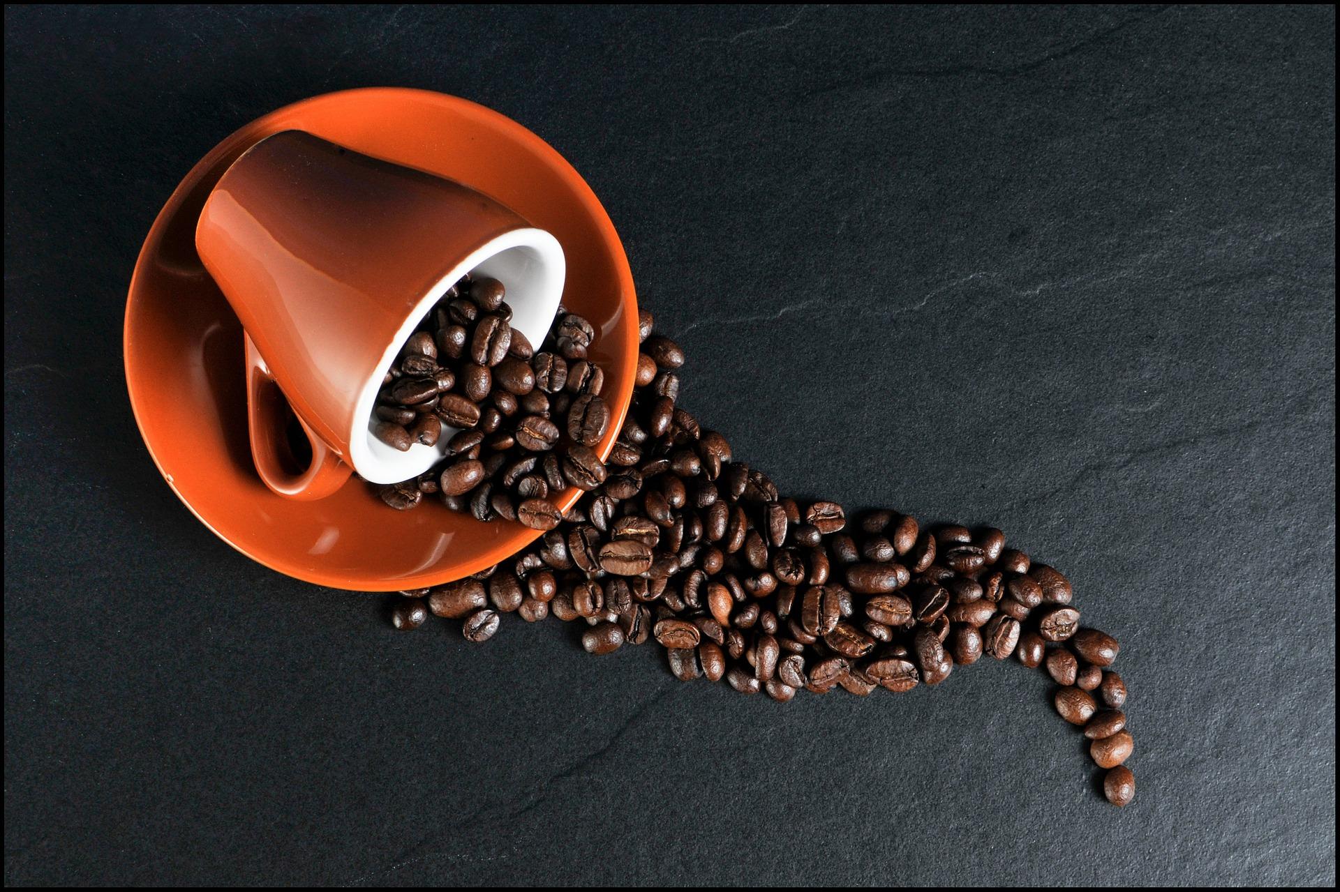 Taza con granos de café