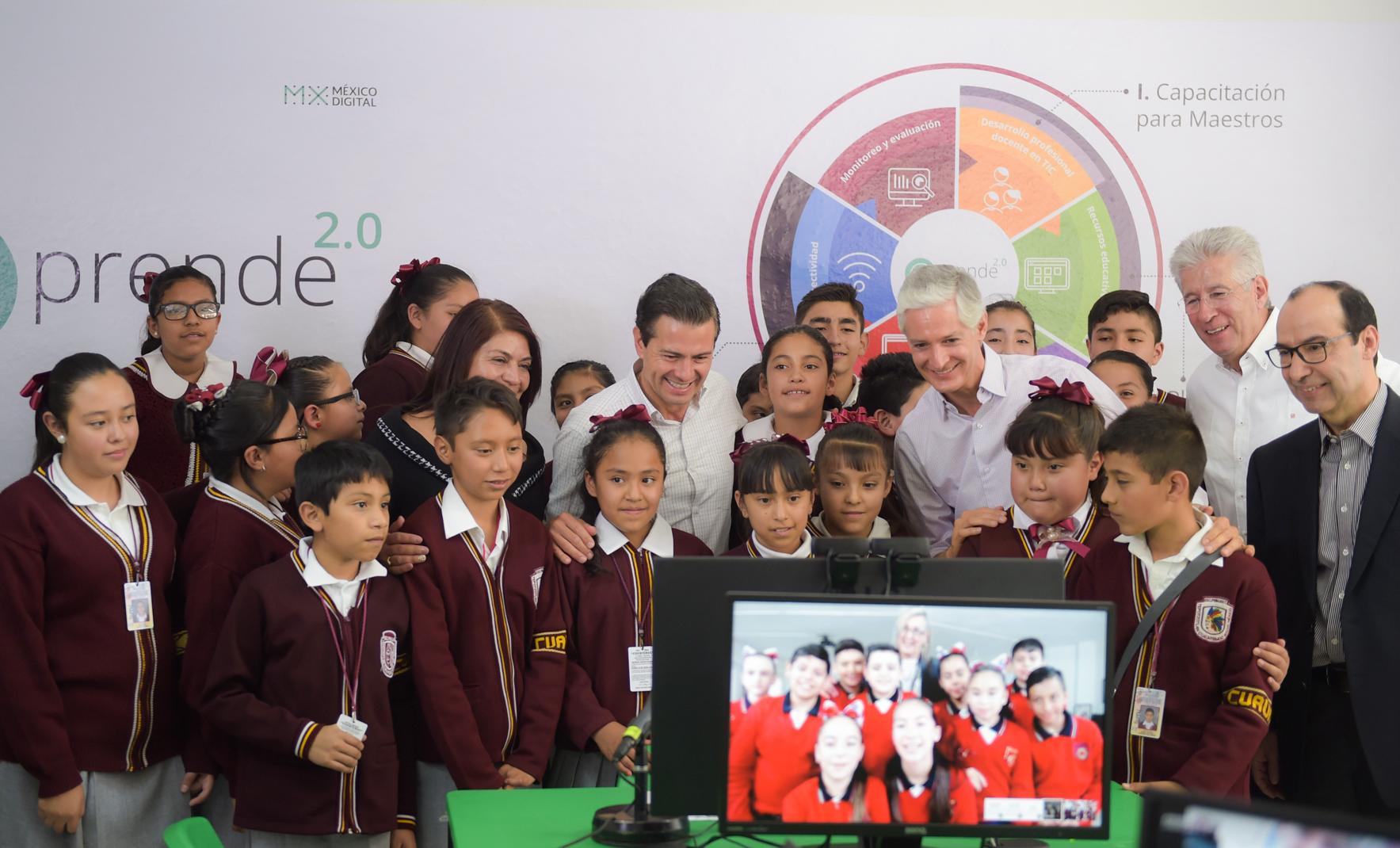 Educación y conectividad para el desarrollo de habilidades digitales