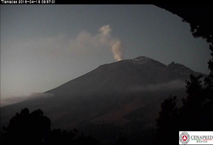 En las últimas 24 horas, mediante el sistema de monitoreo del volcán Popocatépetl, se identificaron 19 exhalaciones de baja intensidad acompañadas de vapor de agua y gas.