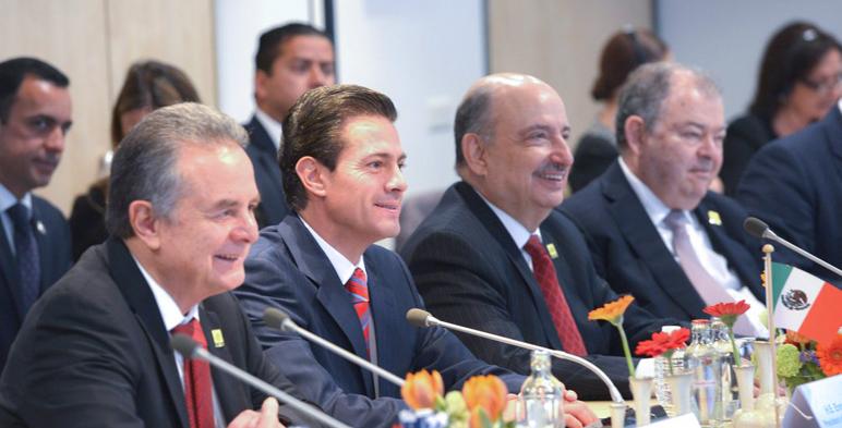 Fotografía del Secretario de Energía, Pedro Joaquin Coldwell, Presidente de México, Enrique Peña Nieto, en el encuentro con la Confederación Patronal Neerlandesa.