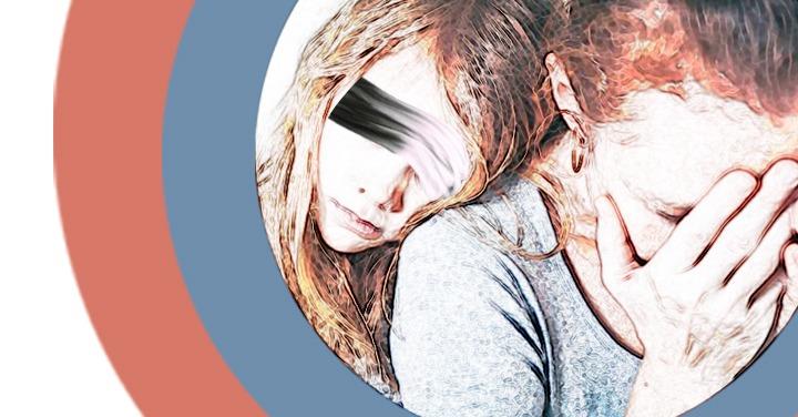 Mujer con los ojos tapados y otra con las manos sobre el rostro