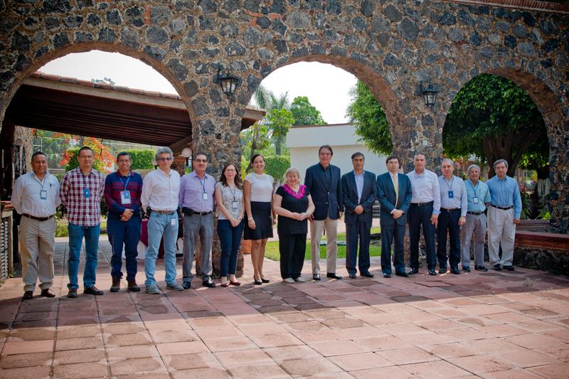 Fotografía grupal de los asistentes a la reunión de trabajo con expertas del Organismo Internacional de Energía Atómica.