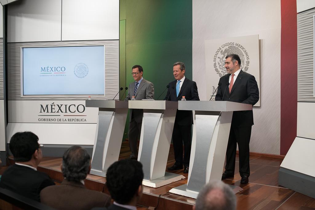 El Secretario Campa, el Vocero del Gobierno de la República, Eduardo Sánchez y el Director General de Infonacot en conferencia de prensa