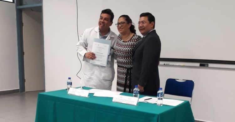 El Centro Nacional de Trasplantes entrega las constancias en la clausura del Diplomado para la Formación de Coordinadores Hospitalarios de Donación a los alumnos que culminaron su capacitación.