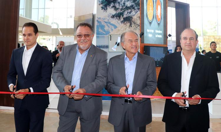 El director en jefe del SENASICA, Enrique Sánchez Cruz y el gobernador San Luis Potosí, Juan Manuel Carreras López