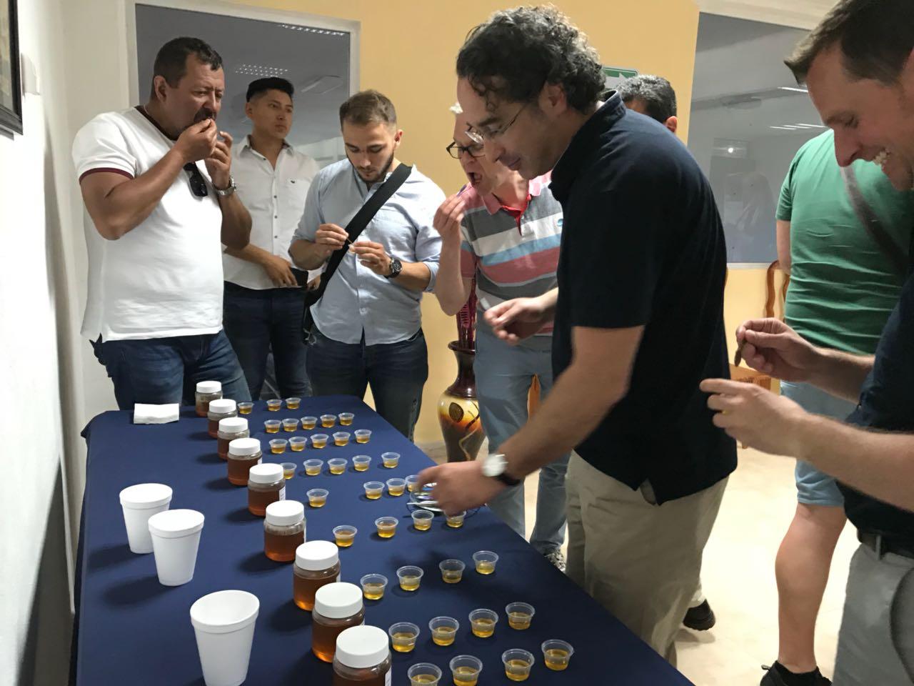 Compradores europeos de miel