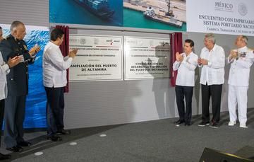 """""""Nuestro país posee un extraordinario patrimonio marítimo. Contamos con 11 mil 500 kilómetros de costas y con más de tres millones de kilómetros cuadrados de Zona Económica Exclusiva"""": EPN"""