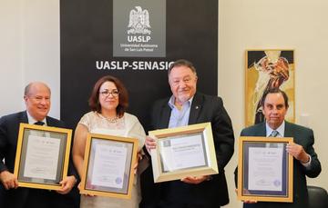 Funcionarios del SENASICA y de la Universidad Autónoma de San Luis Potosí