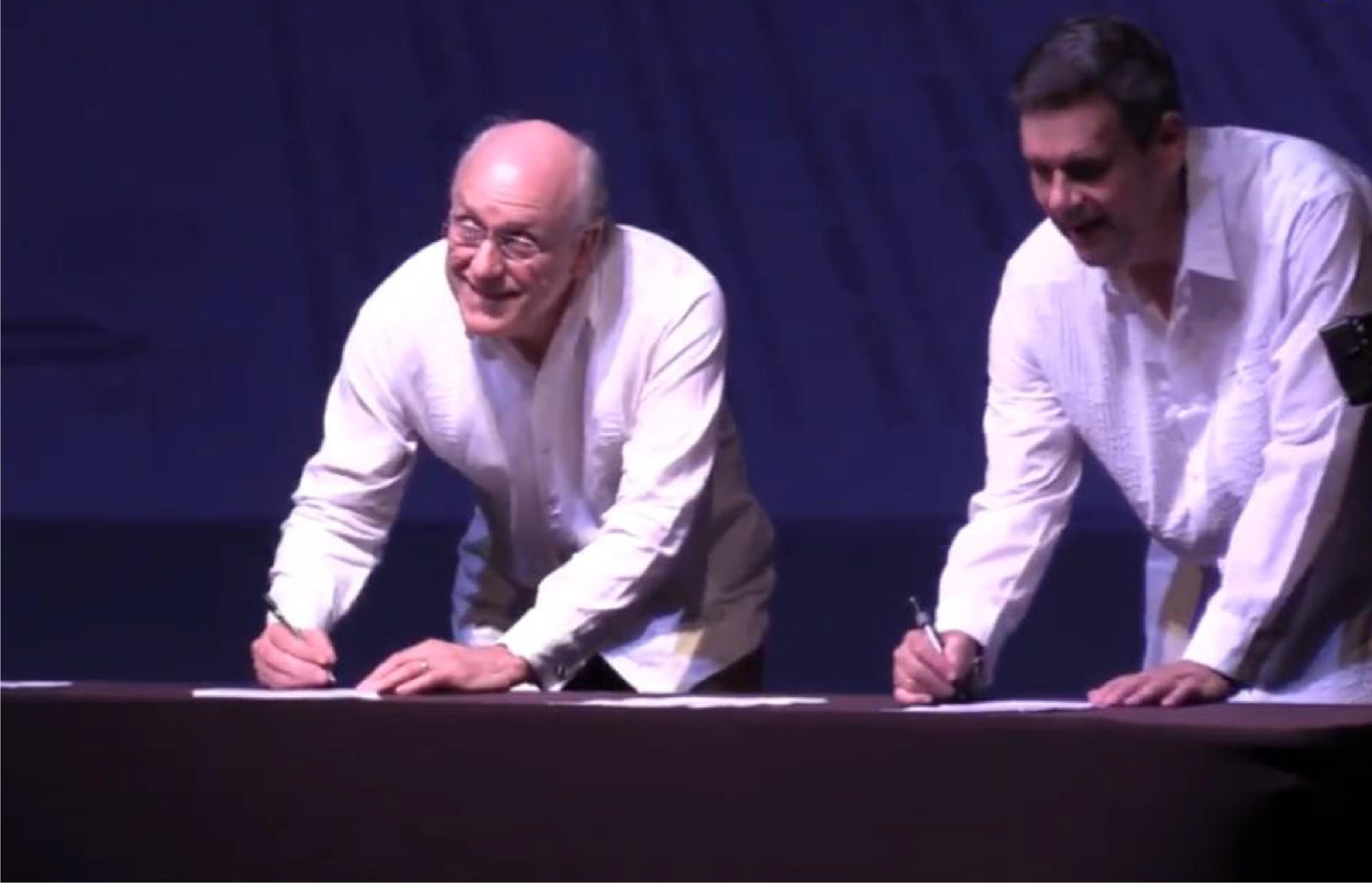 Ing. Roberto Aguerrebere, Director General del IMT firmando el convenio de colaboración con la ANTP