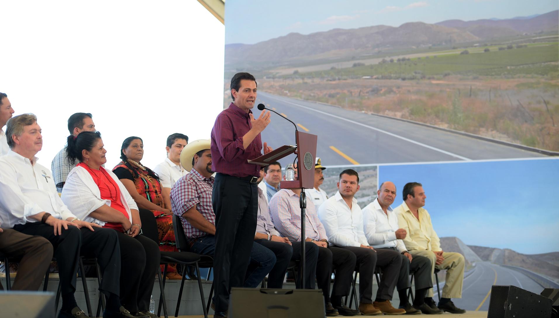 """""""Que México siga creciendo en un entorno de civilidad, de armonía y de gran unión nacional"""": Enrique Peña Nieto"""
