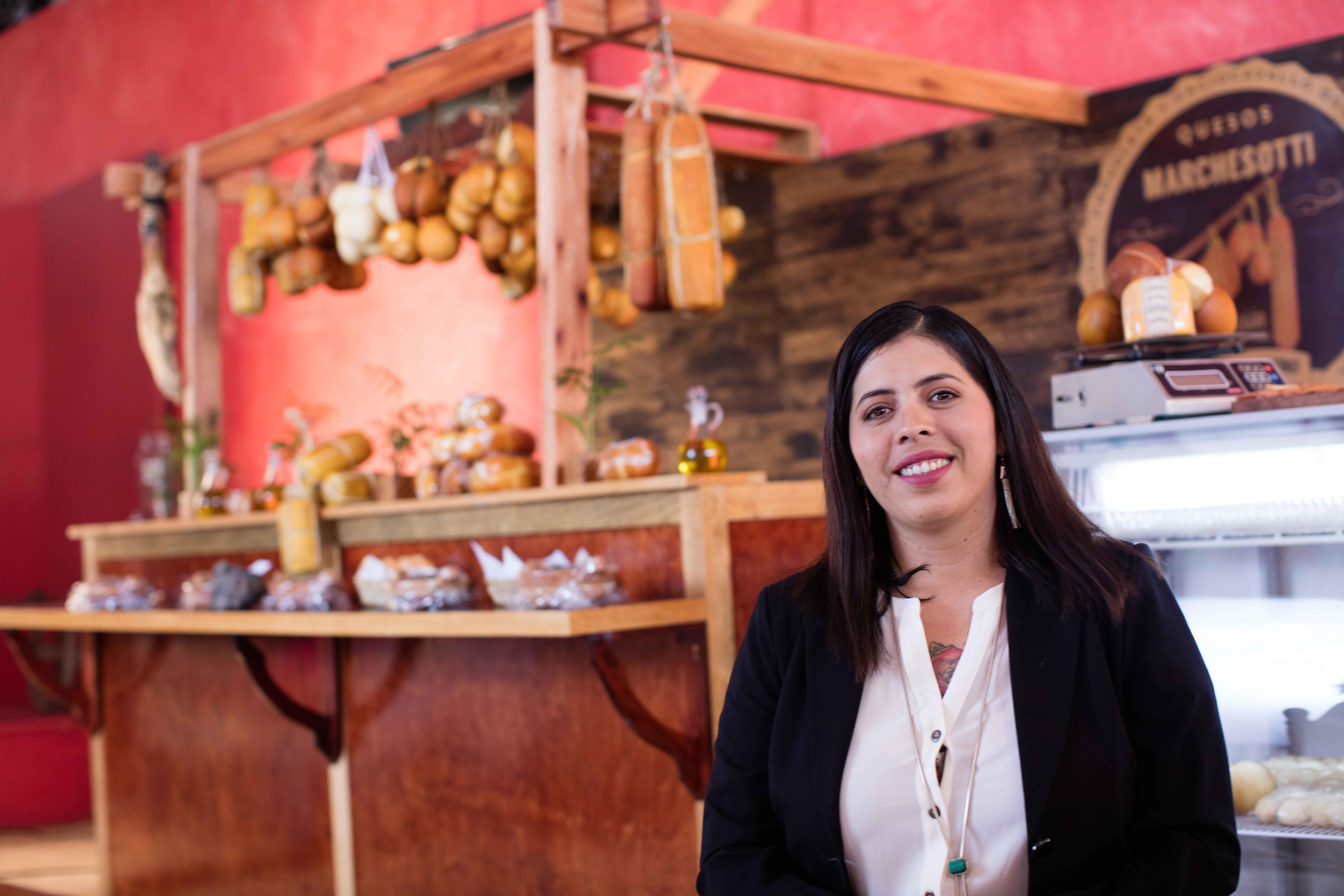 Microempresaria mexicana trabajando