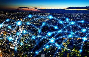 imagen de una ciudad iluminada