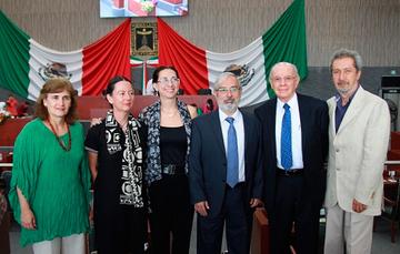 Cuatro medallas de honor fueron entregadas por el Congreso local en la sesión solemne de la creación del Estado de Morelos.