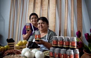 Microempresarias con sus productos #HechoEnMéxico